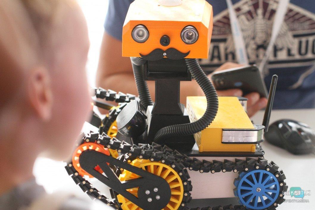 Днепр «захватили роботы»: как проходит фестиваль BestRoboFest