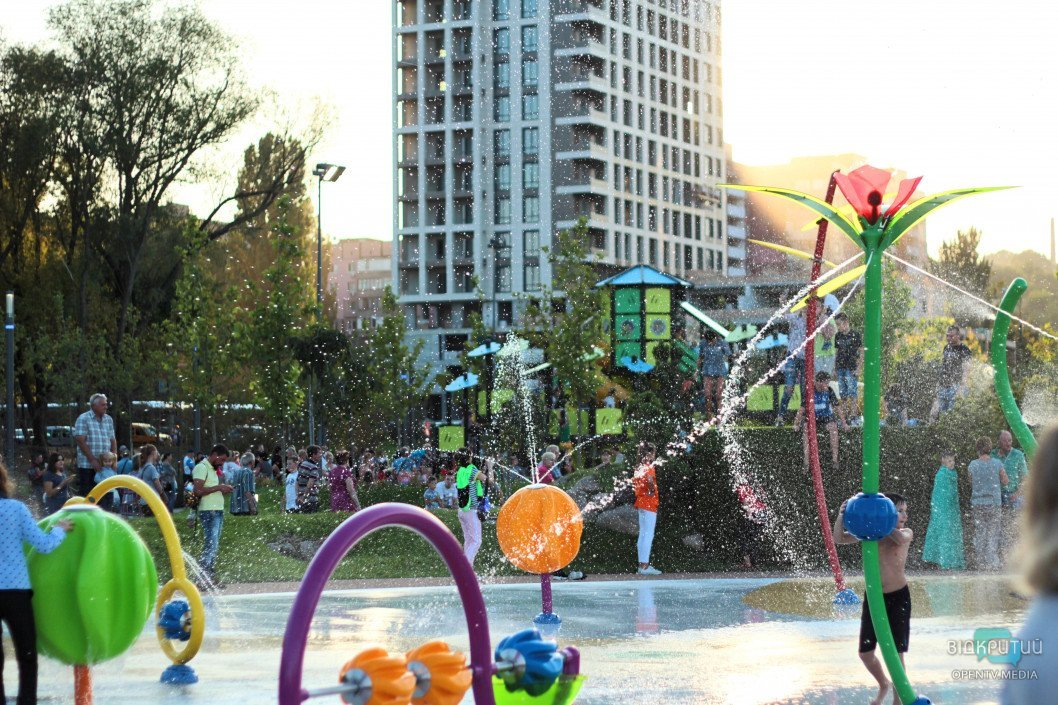 Подарок ко Дню города: в Днепре открыли сквер «Прибрежный»