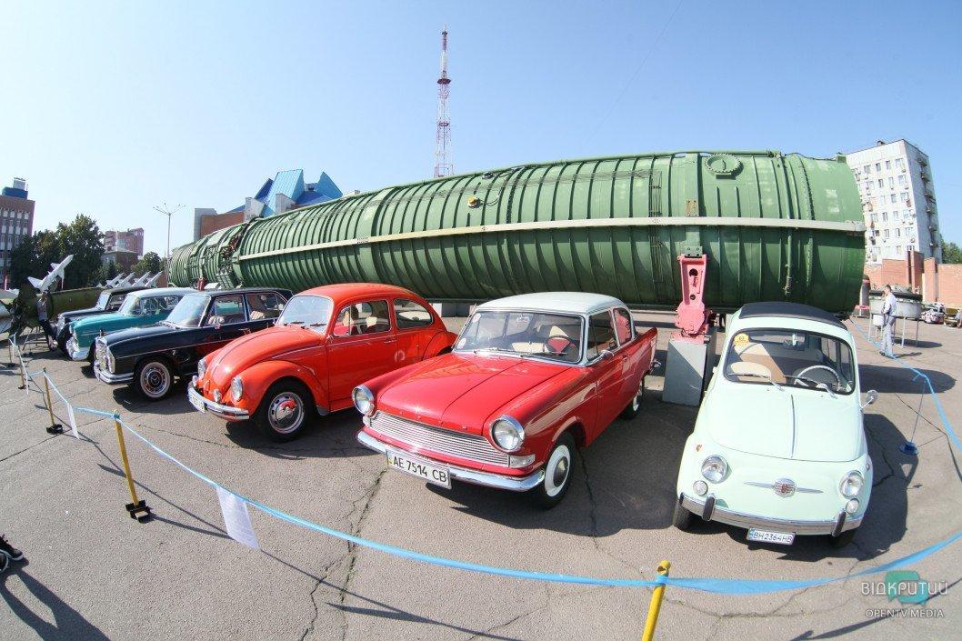 В Днепре проходит масштабная выставка ретро автомобилей «D.A.R.S. 2019»