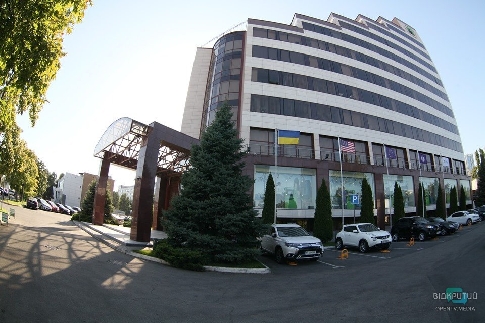 Спецназ полиции нагрянул в три офиса ПриватБанка