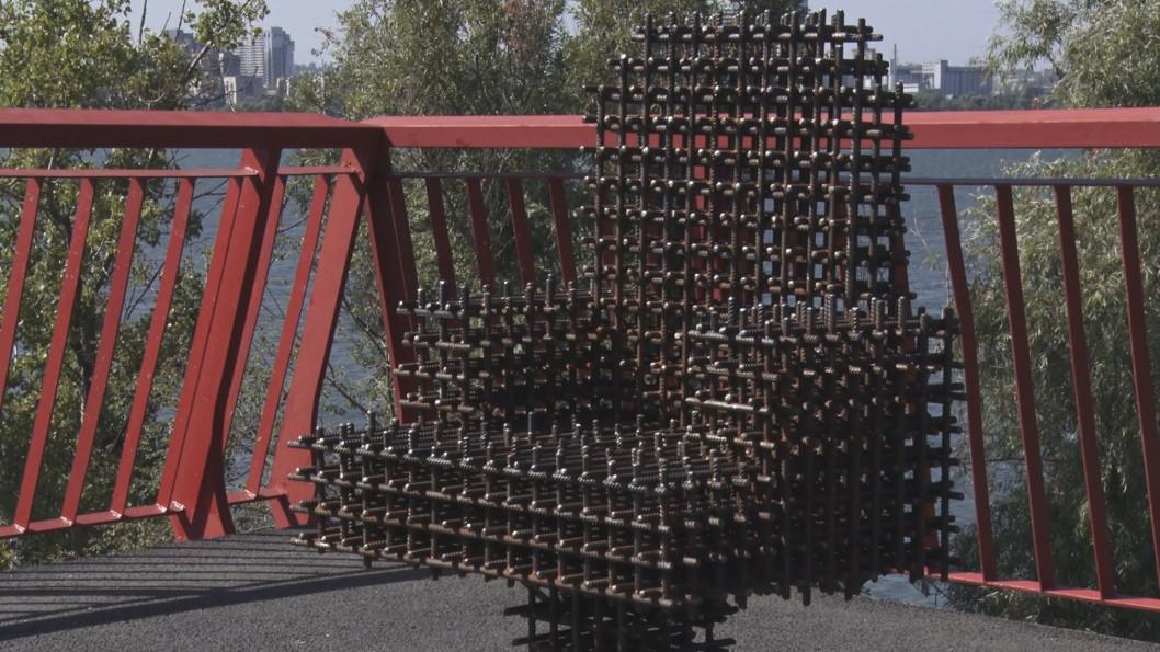 На Новому мості у Дніпрі з'явилося «Крісло мера»