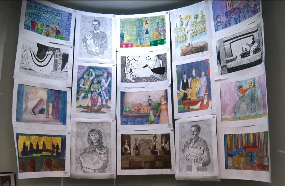 У Молодіжному театрі відкрилася виставка дитячих малюнків «Світ театру»