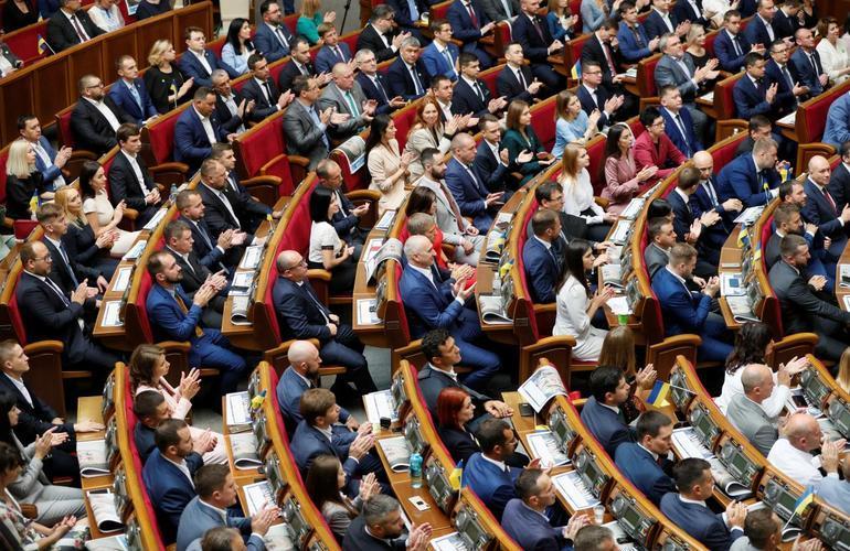 Что на повестке дня у Верховной Рады: отмена депутатской неприкосновенности и еще семь проектов изменений Конституции