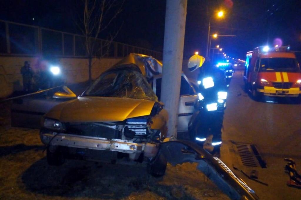 Ночью в Днепре произошла страшная авария: водитель погиб на месте
