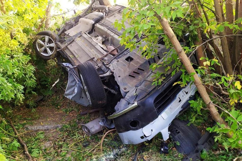 В Днепропетровской области в результате ДТП два автомобиля вылетели в кювет: есть пострадавшие