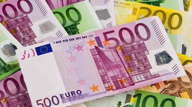Впервые за три года курс евро упал ниже уровня 27 гривен