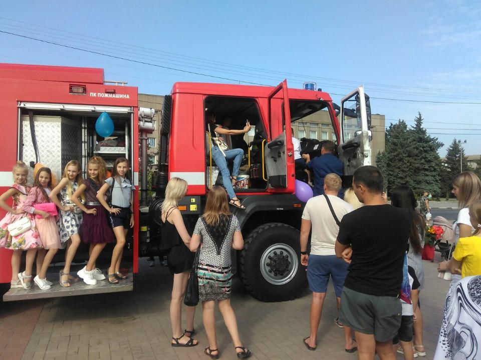В Никополе День знаний дети провели со спасателями
