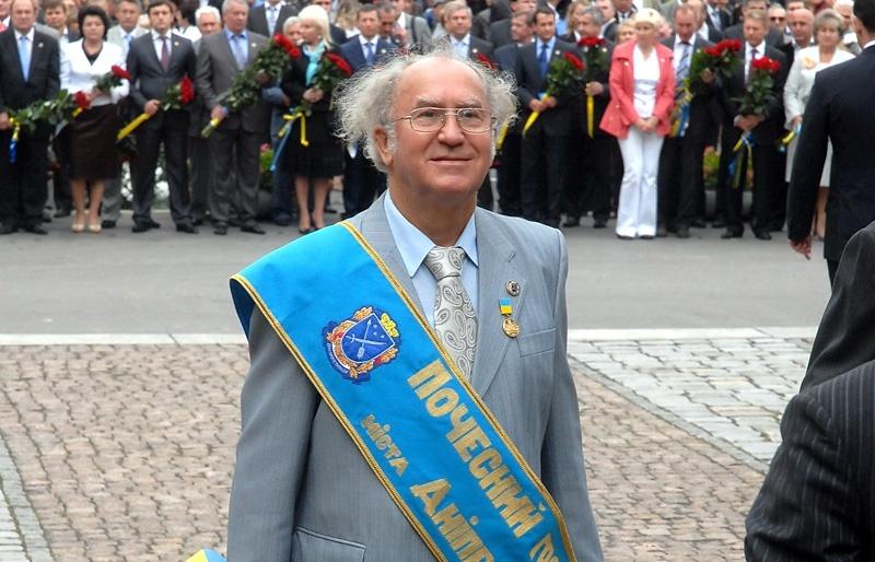 Почетный гражданин Днепра Владимир Небоженко: «Горжусь тем, что День города отмечают возле моего памятника»