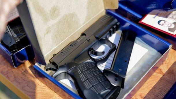 Верховный Суд разрешил Минобороне тайно награждать граждан огнестрельным оружием