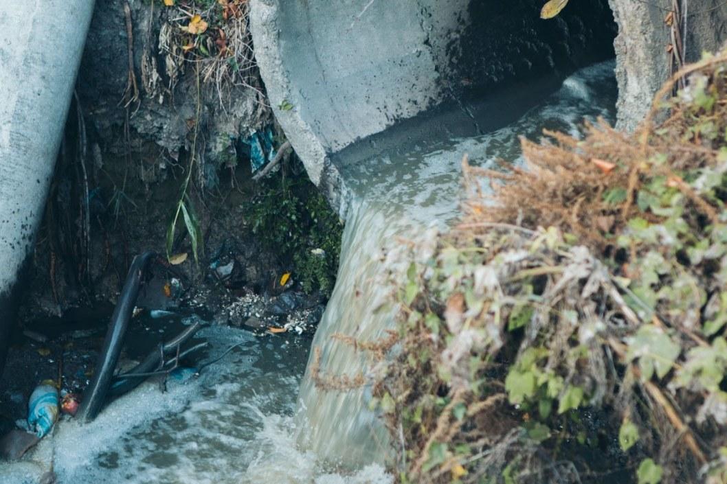 Сотруднику КП «Днепроводоканал» объявлено подозрение по факту нарушения правил охраны вод