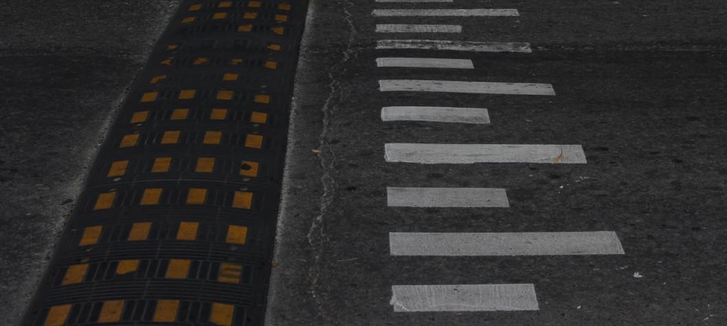 В Днепре устанавливают новые дорожные знаки, островки безопасности и новые светофоры