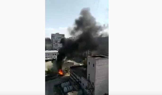 Над Днепром поднялся столб дыма: на Рубиновом бульваре горели пластиковые трубы
