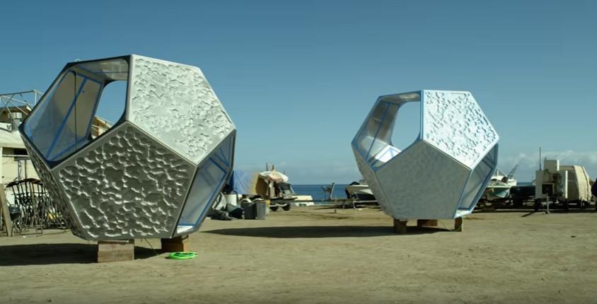 Калифорнийский художник разместил инсталляцию под водой, чтобы привлечь внимание к загрязнению океана