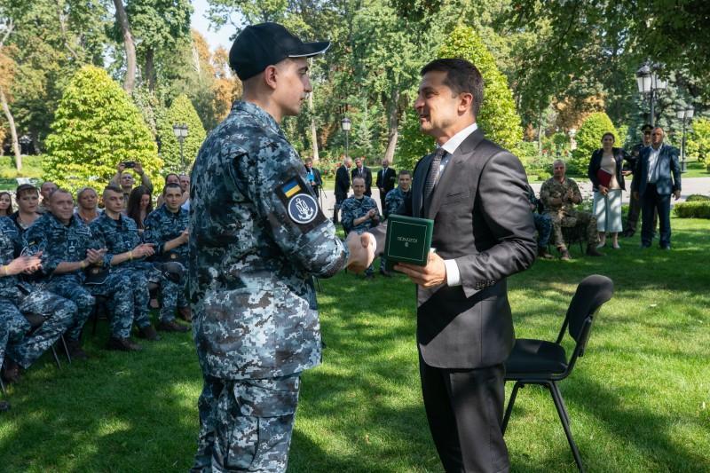 Зеленский встретился с освобожденными украинскими моряками