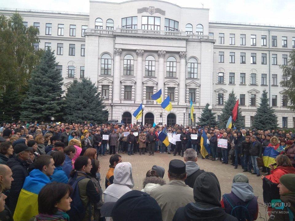 Протесты против «формулы Штайнмаера» в Днепре: на митинг вышли сотни людей