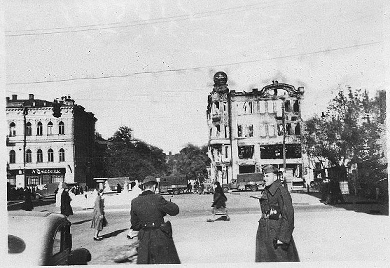 Взорванный мост и руины вокзала: как выглядел Днепр 76 лет назад