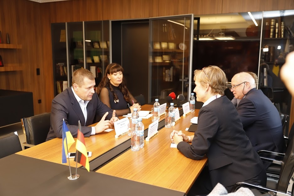 Борис Филатов встретился с Чрезвычайным и Полномочным Послом Федеративной Республики Германия в Украине Анкой Фельдгузен