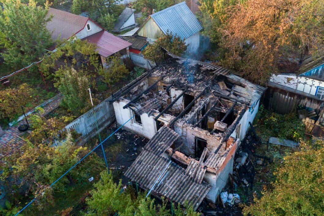 В Днепре на Мирном полностью сгорел жилой дом