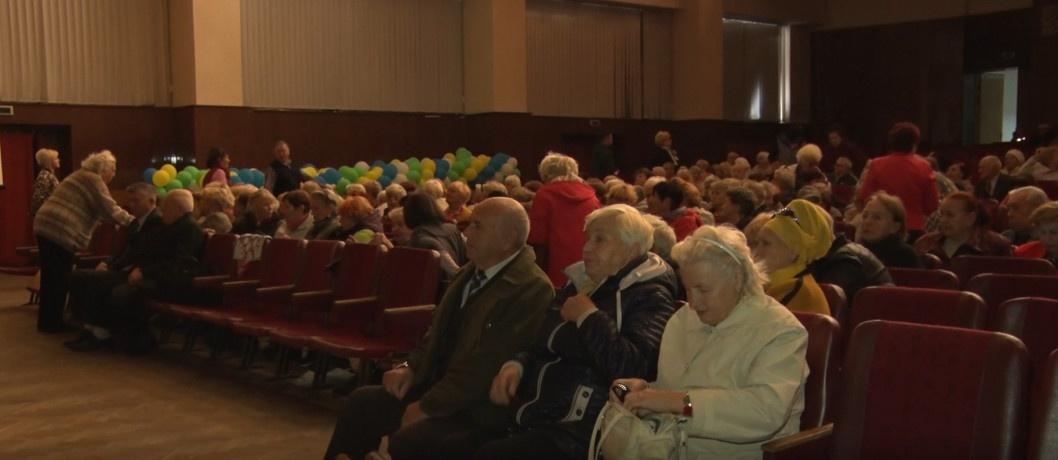 У Дніпрі відбувся урочистий концерт до дня людей похилого віку