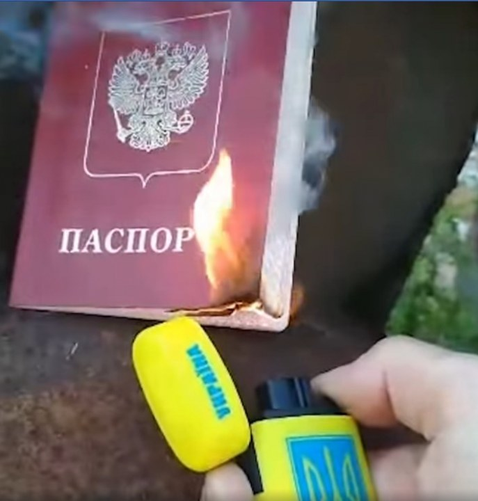 Военный из днепропетровской бригады сжег свой российский паспорт