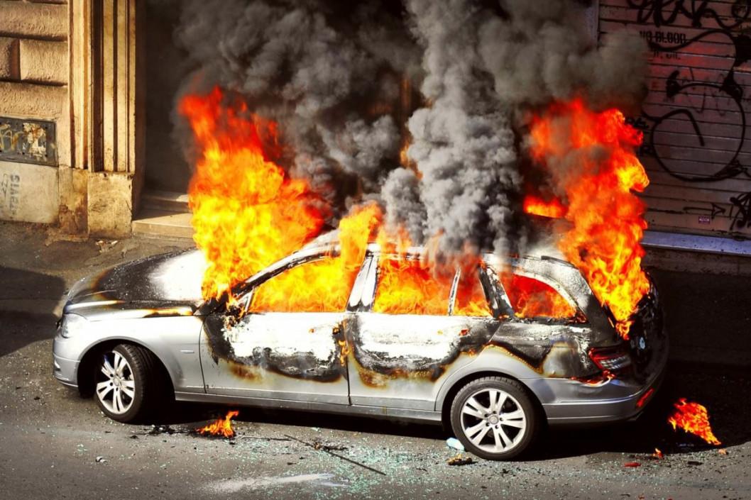 Поджог или случайность: в Днепре снова горел автомобиль