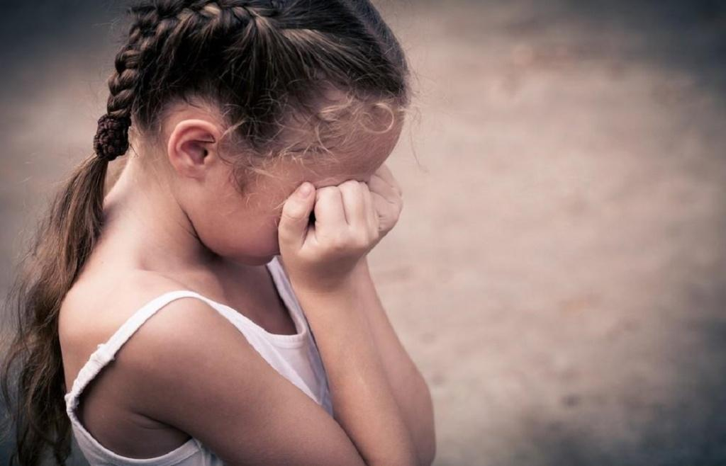 В Никополе будут судить мужчину, который развращал девятилетнюю девочку