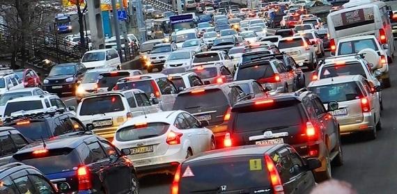 Понедельник – день тяжёлый: на въезде в Днепр огромная пробка