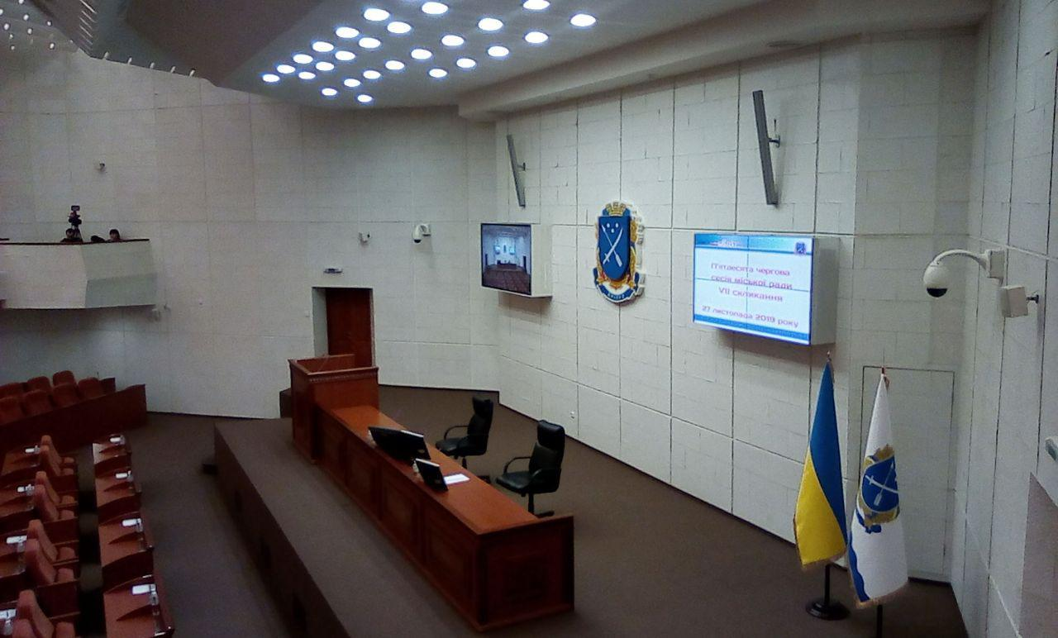 Зал заседаний городского совета перед началом работы 50-ой сессии.