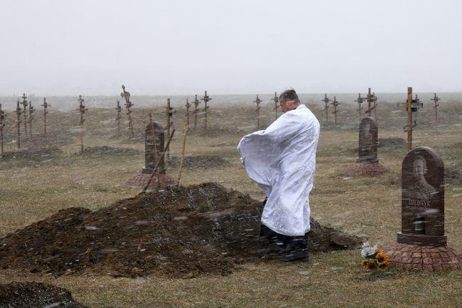 Війна поруч: фотограф та капелан розповіли, як працювали на передовій