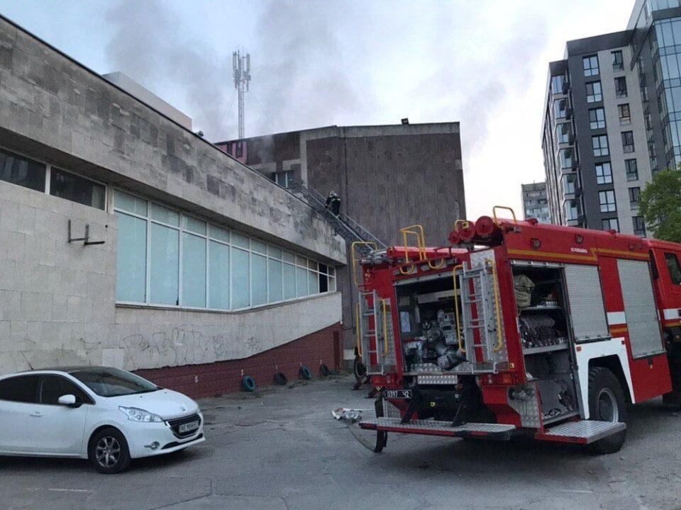 Попытка № 3: кинотеатр «Салют» на Победе снова подожгли (ВИДЕО)