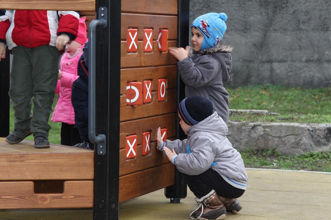 В Днепре в этом году появились полсотни новых игровых площадок и беседок в детсадах