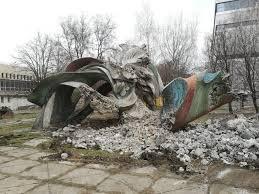 В Днепре остатки скульптуры оказались на мусорке