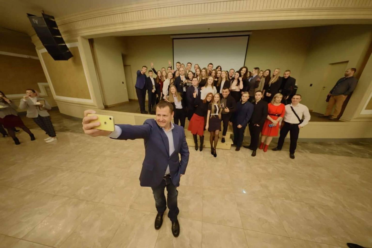 В Днепре 100 студентов получат именные стипендии городского головы на общую сумму в миллион гривен