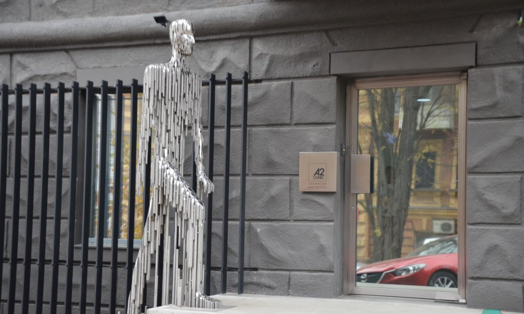 ТОП-10 странных скульптур в центре Днепра: железный человек, кенгуру и ментокрыл