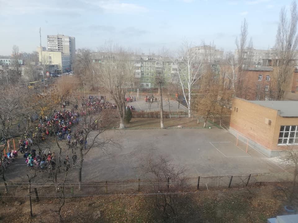 Детей эвакуировали: в Днепре заминировали 3 школы