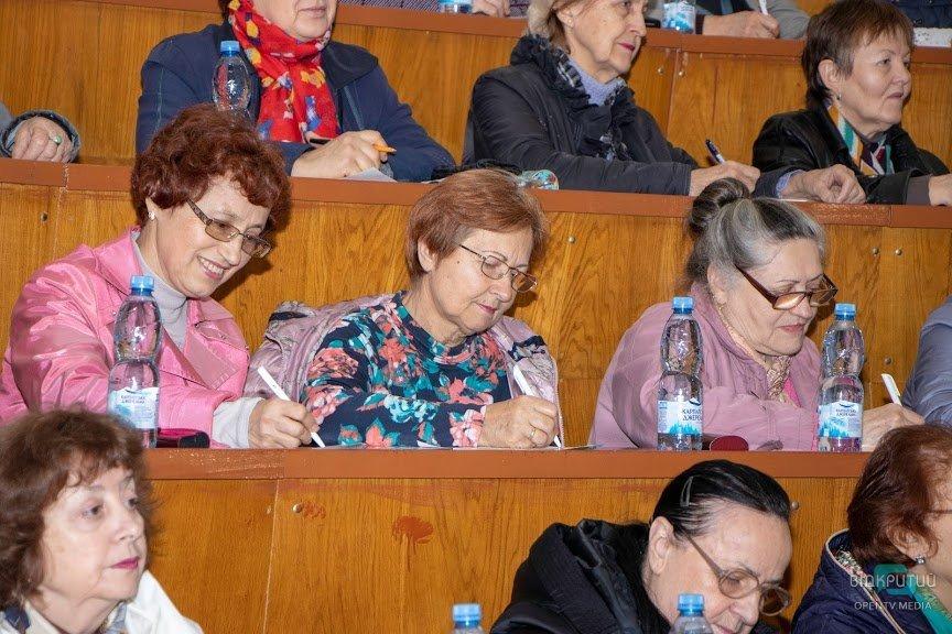 В Днепре слушатели Университета третьего возраста присоединились к написанию Всеукраинского радиодиктанта