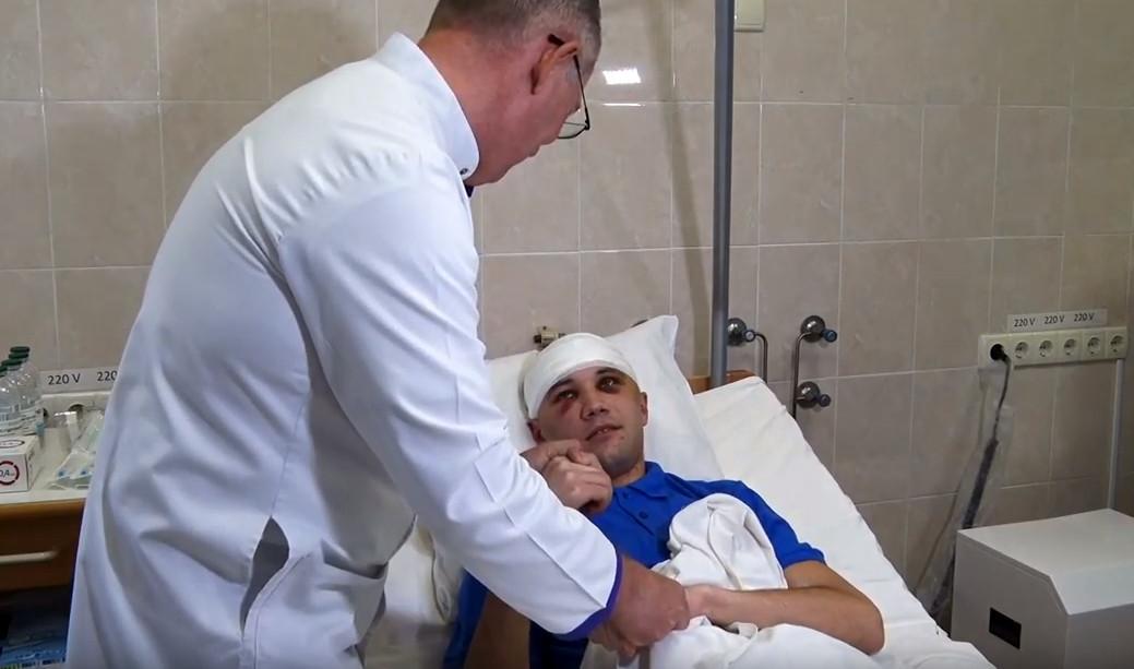 ВІДЕО: У Дніпрі в лікарні Мечникова дивом врятували бійця АТО