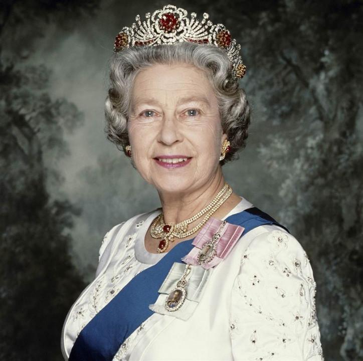Ее Величество оценит: днепрянка отправила Елизавете посылку с сюрпризом II