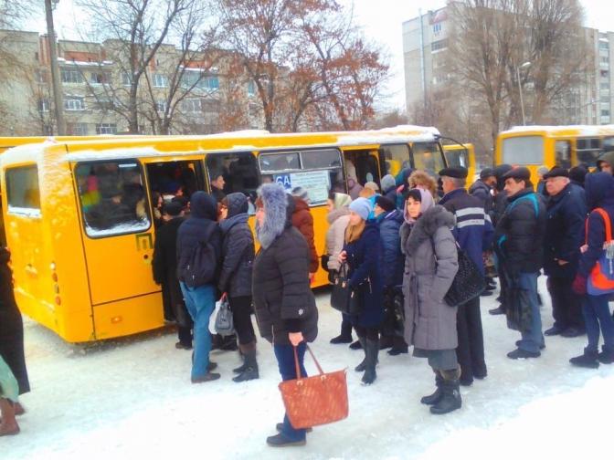 Доїхати на роботу взимку: на які маршрути в Дніпрі вийдуть великі автобуси