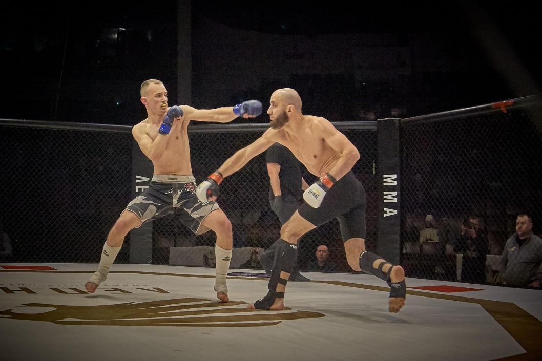 ВІДЕО: Кращі бійці Дніпра з ММА змагалися зі столичних спортсменами
