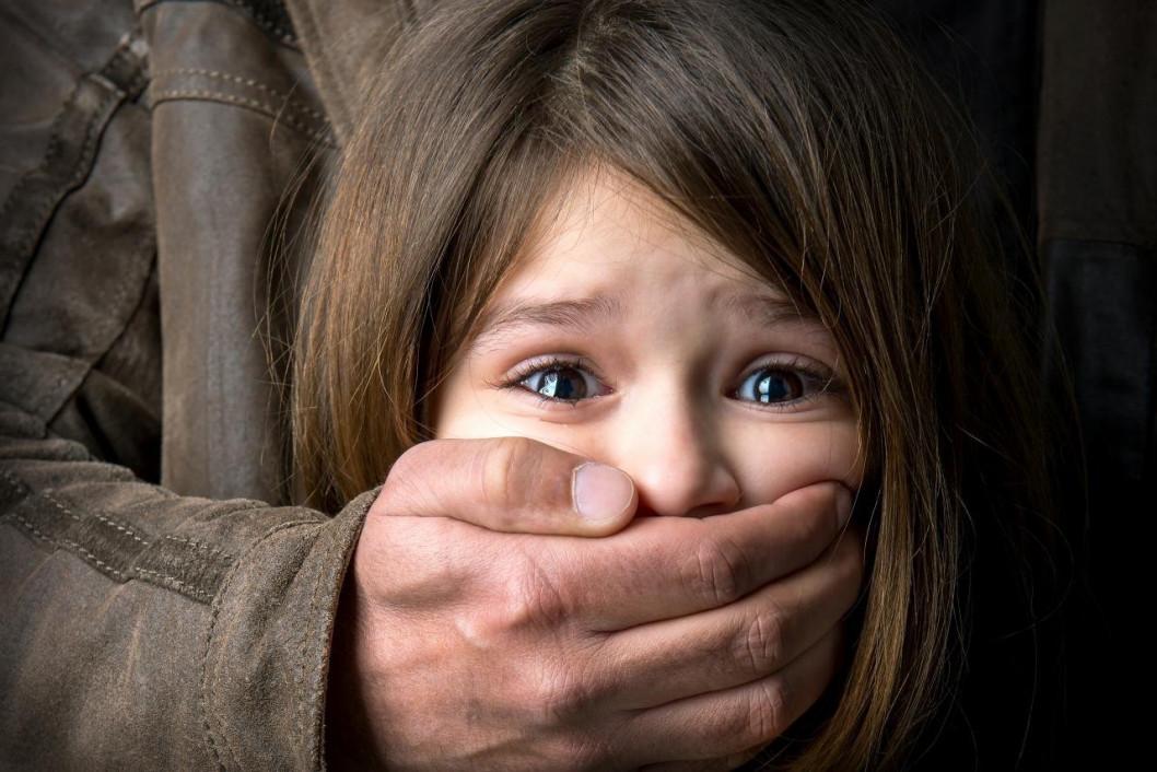 Отец-педофил: в Кривом Роге мужчина показывал своей 3-летней дочери половой орган