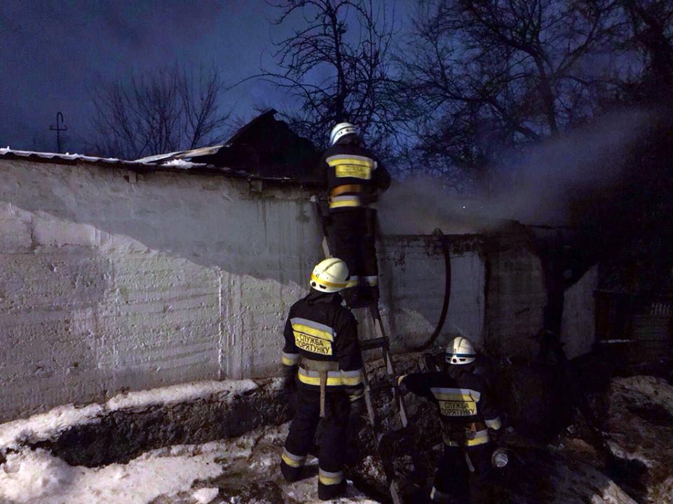 В Днепре пожарные вытащили из огня пенсионерку