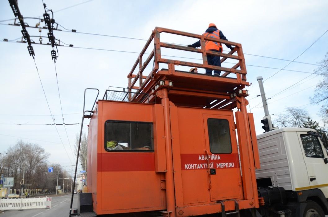 Ремонт просевшей общаги: когда в Днепре снова запустят трамваи по проспекту Гагарина