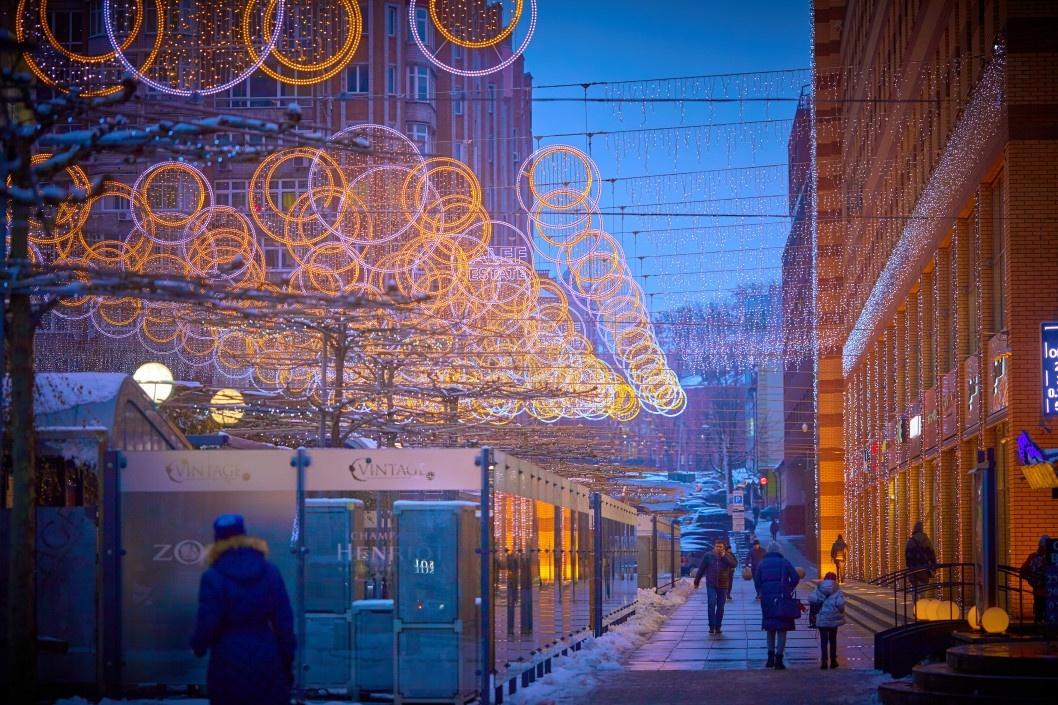 Световая иллюминация на Екатеринославском бульваре в Днепре.