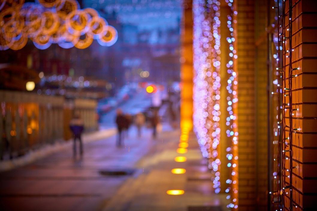 Яркие новогодние гирлянды на Екатеринославском бульваре 4 декабря 2019 ода.
