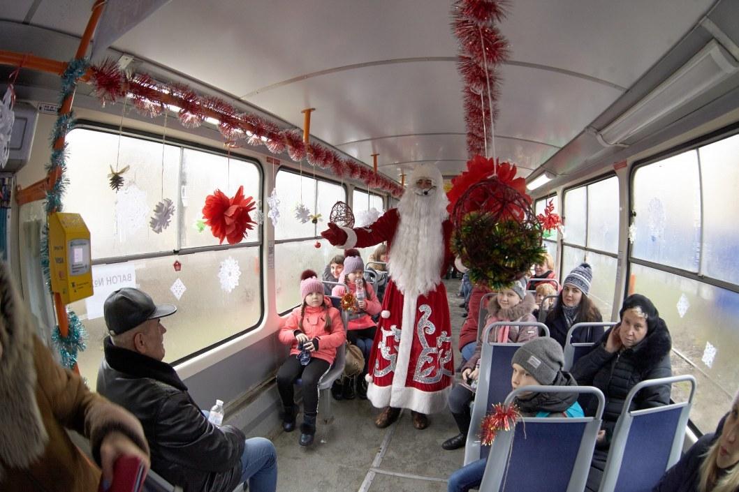 Дед Мороз в трамвае