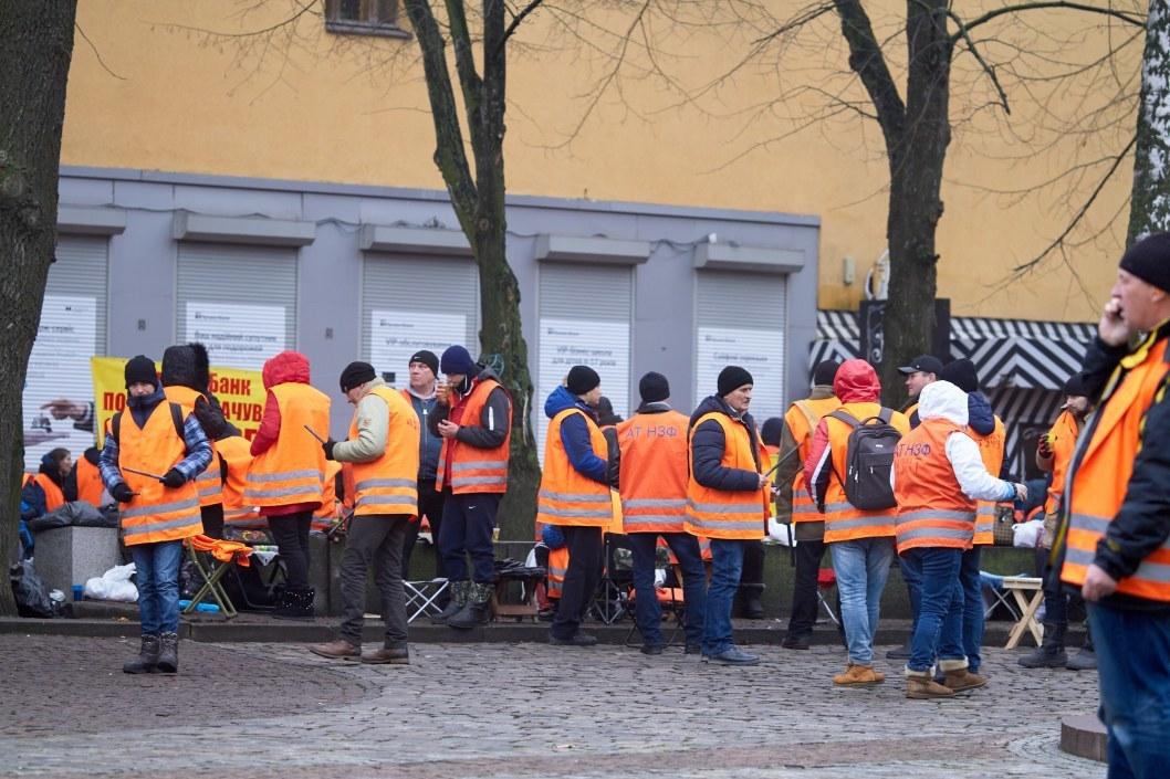 Участники митинга под ПриватБанком на Яворницкого