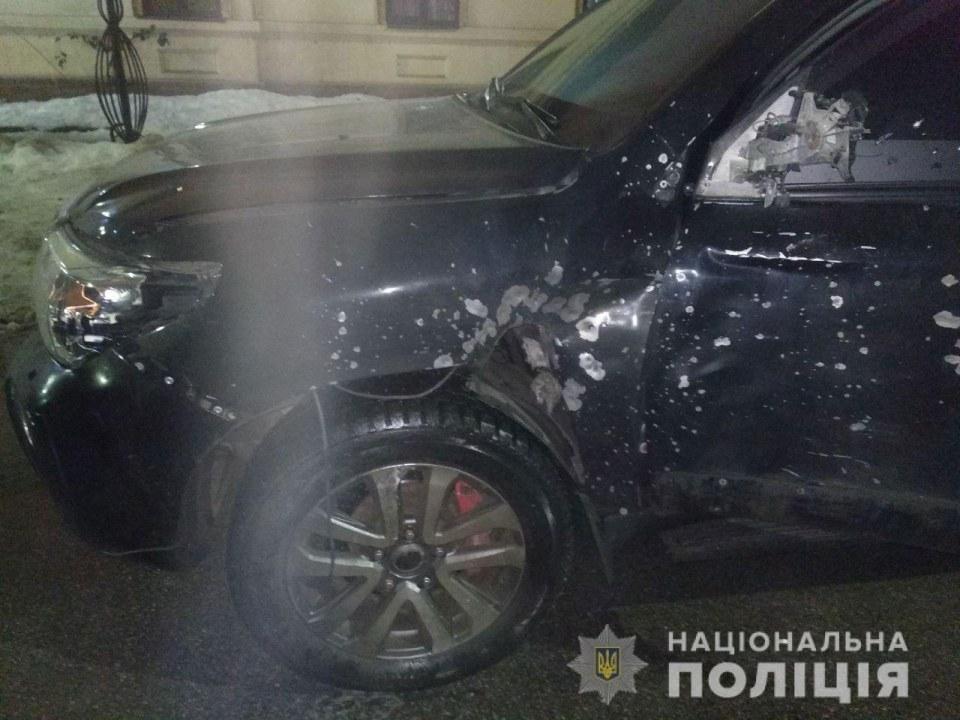 В Днепре полиция задержала четверых подозреваемых за расстрел внедорожника из гранатомета (ВИДЕО)
