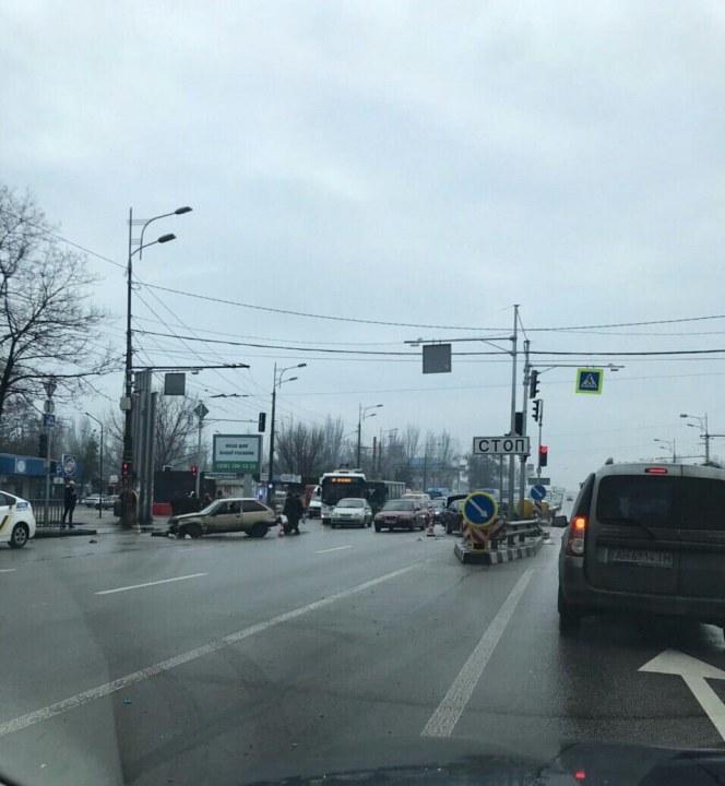 На Слобожанском проспекте тройное ДТП: есть пострадавшие