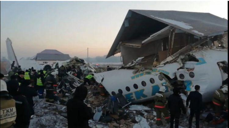 Авиакатастрофа в Казахстане: на борту было 98 человек (ВИДЕО)